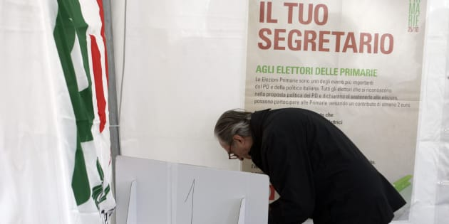 """A supporter of Italy's main opposition party, the """"Partito Democratico""""  (Democratic party)  casts his ballot  to vote the new leader in a polling station in central Rome, during a nation-wide primary election, Sunday, Oct. 25, 2009. The candidates for the leadership of the Democratic Party are current leader Dario Franceschini,  Ignazio Marino and Pier Luigi Bersani. The banner in background reads: Choose your leader (AP Photo/Riccardo De Luca)"""
