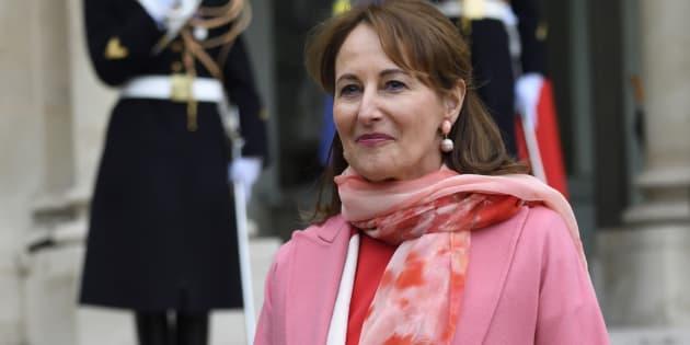 Ségolène Royal dément avoir quitté précipitamment la Guyane comme l'en accuse François Fillon.