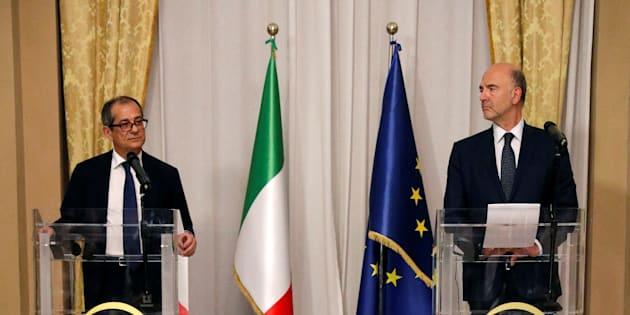 Le ministre de l'économie italien Giovanni Tria lors d'une conférence de presse avec Pierre Moscovici  le 18 octobre 2018 à Rome.