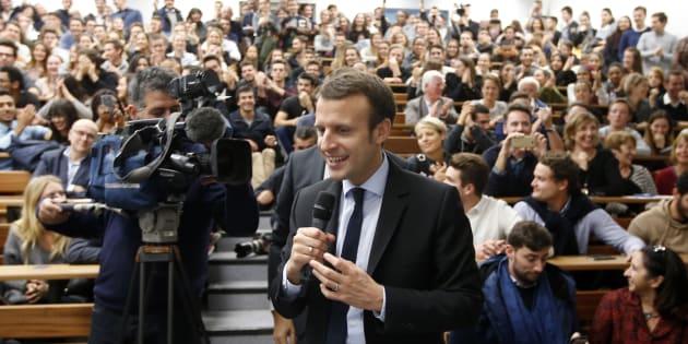 Emmanuel Macron, candidat à l'élection présidentielle 2017, prononce un discours devant les étudiants de l'IUT de l'université d'Aix-Marseille, le 17 novembre 2016.