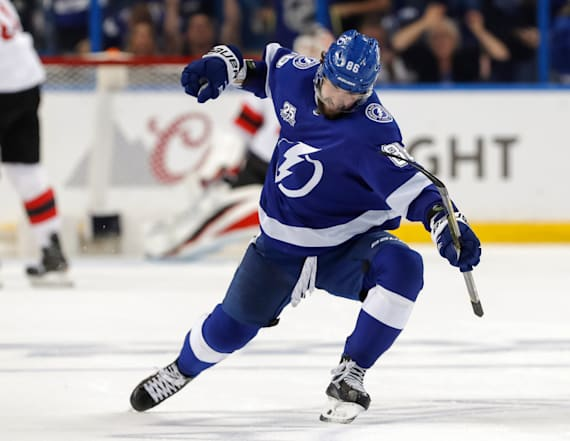 Tampa Bay Lightning advance in NHL playoffs