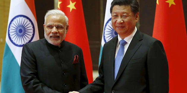 File photo of Indian Prime Minister Narendra Modi (L) and Chinese President Xi Jinping.