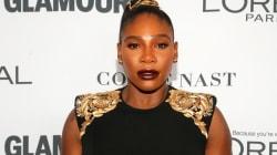 Serena Williams foule le tapis rouge pour la première fois depuis qu'elle est