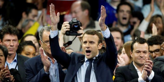 Emmanuel Macron lors d'un meeting à Paris le 10 décembre