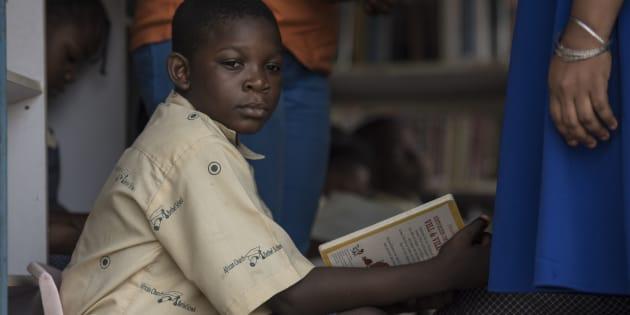 """avec ses camionnettes remplies de livres, """"I Read"""" est la première bibliothèque mobile du Nigeria."""