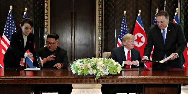 """Singapour: Kim Jong Un s'engage vers une """"dénucléarisation complète de la péninsule coréenne""""."""