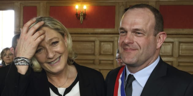 Steve Briois, bras droit de Marine Le Pen, n'a pas exclu que la présidente FN agisse comme Donald Trump si elle était à l'Elysée.
