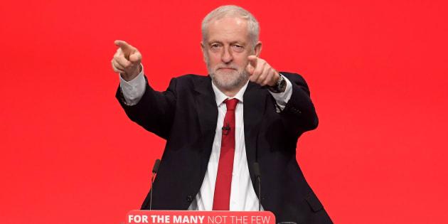 Corbyn sfida May, 'se ne vada'