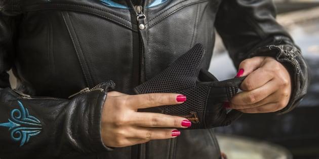 (Photo d'illustration) Le port de gants pour les motards devient obligatoire dimanche 20 novembre.