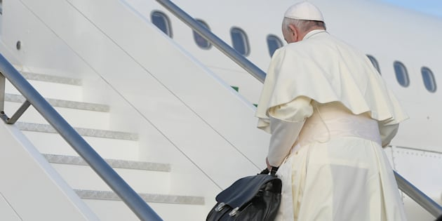 Pope Francis boards the plane before departing for Dublin, Ireland from Leonardo da Vinci-Fiumicino Airport in Rome, Italy August 25, 2018. Picture taken August 25, 2018. Vatican Media/Handout via REUTERS ATTENTION EDITORS - THIS IMAGE WAS PROVIDED BY A THIRD PARTY