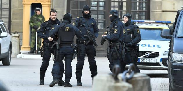 Des policiers après l'attaque de Stockholm, le 7 avril.