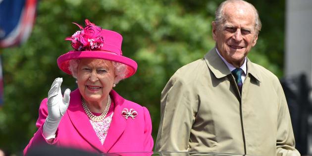 """La Reine Elizabeth et son mari sont """"en bonne santé"""", assure Buckingham Palace."""