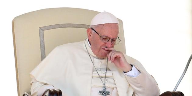"""Pédophilie dans l'Église: des milliers d'enfants abusés en Allemagne, l'Église catholique allemande se dit """"honteuse""""."""