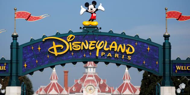 Polémique : Disneyland Paris refuse qu'un petit garçon passe