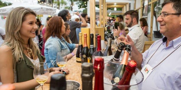 Além de comer e beber, os visitantes poderão aproveitar shows de jazz, blues e de DJs no palco principal do evento