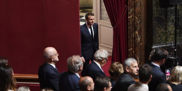 Le Président Emmanuel Macron arrive dans la salle du Congrès de Versailles, devant les députés et sénateurs, le 3 juillet 2017.