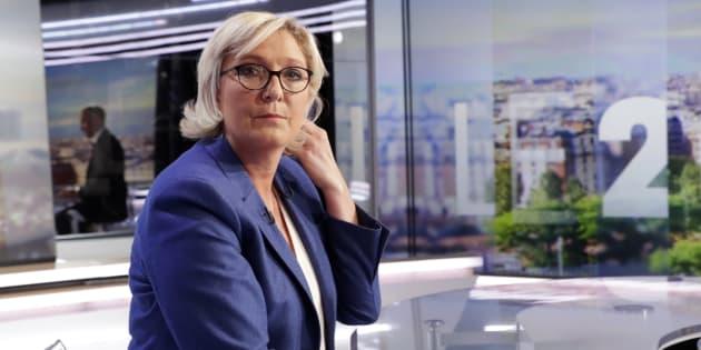 Marine Le Pen sur le plateau de TF1.