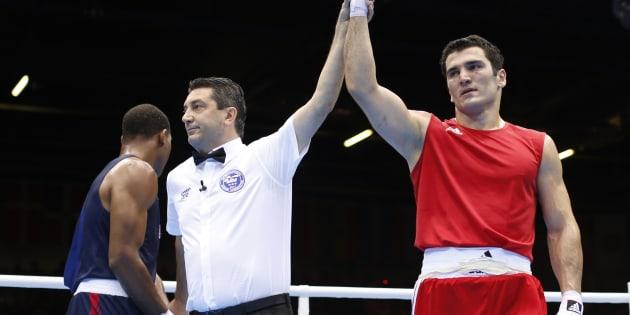De 2010 à 2012, Artur Beterbiev a participé à la World Series of Boxing, une ligue professionnelle de la Fédération internationale de boxe amateur.