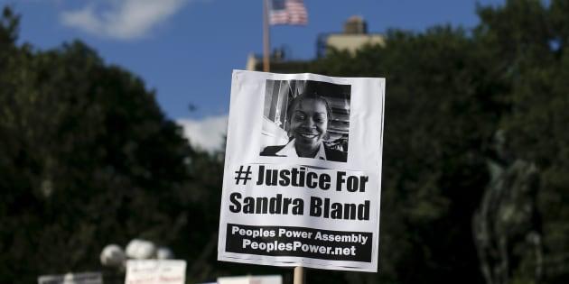 Rendre hommage à Sandra Bland, morte parce qu'elle était noire, telle est la mission de notre spectacle.