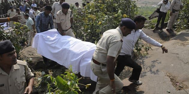 Police personnel carrying the body of SIMI terrorists killed in an encounter at Acharpura on October 31, 2016 in Bhopal, India.
