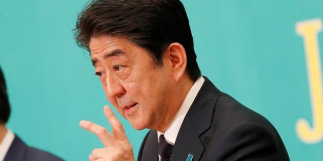 党首討論会に出席した安倍晋三首相(2017年10月8日撮影)