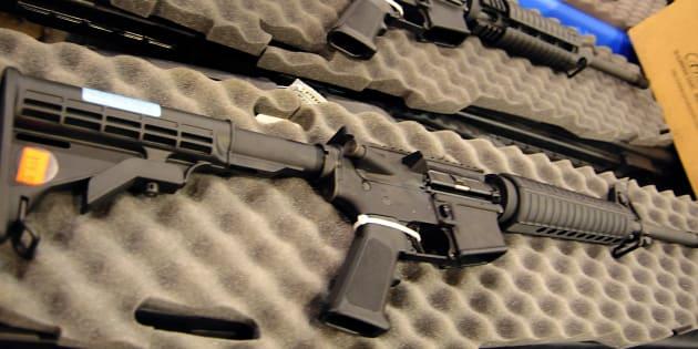 Après Parkland, Dick'sSportingGoods arrête de vendre des fusils d'assaut semi-automatiques