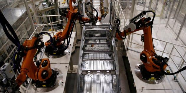 Un robot sur la ligne de production Volkswagen, en septembre 2016. REUTERS/Kacper Pempel