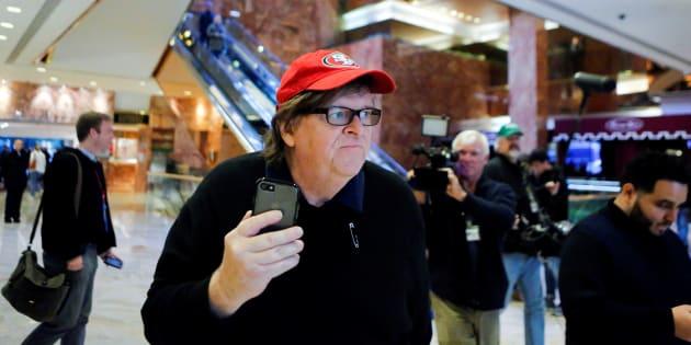 """Michael Moore qualifie le discours de Trump devant des boys scouts d'""""abus d'enfants à grande échelle"""""""