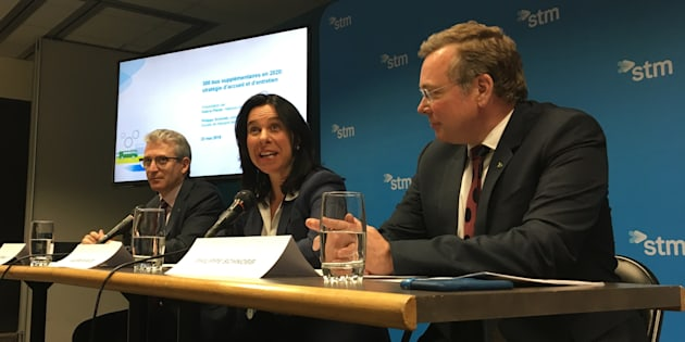 La mairesse de Montréal Valérie Plante (centre), le président du conseil d'administration de la STM, Philippe Schnobb (droite) et le directeur général de la STM, Luc Tremblay (gauche).