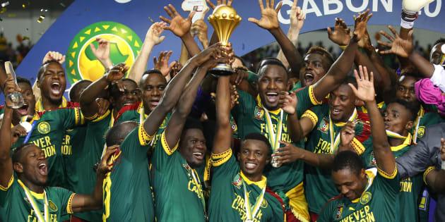 L'équipe du Cameroun célèbre sa victoire, le 5 février à Libreville.