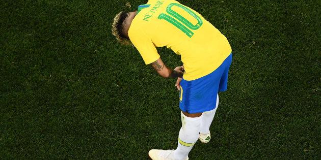Neymar não brilhou e falhou em tentar levar a Seleção à décima vitória seguida em estreias de Copas.