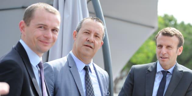 Emmanuel Macron, alors ministre de l'Economie, et le député de l'Ardèche Olivier Dussopt (à gauche) en mai 2016.