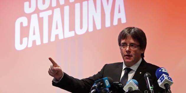 Le président catalan destitué Carles Puigdemont lance sa campagne pour les régionales depuis la Belgique, le 25 novembre.