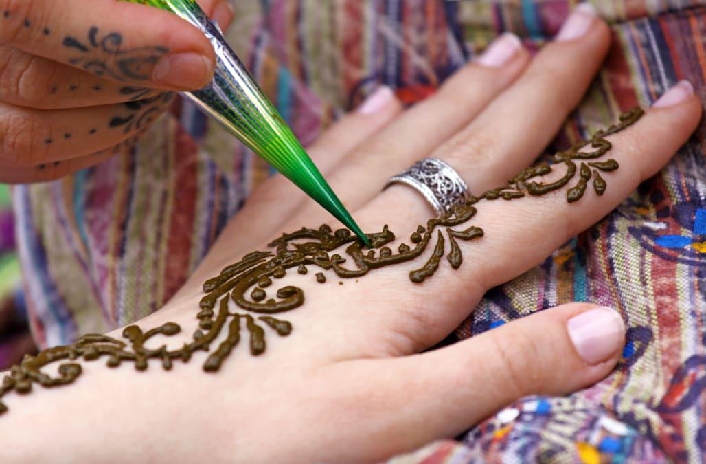 Henna Tattoo Infection: Henna Tattoo Burns Holes In 7-year-old Girl's Skin