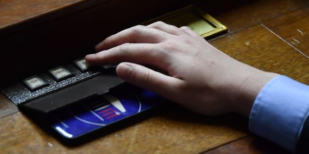 Le boîtier électronique de vote à l'Assemblée nationale.