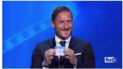 Totti show anche ai sorteggi della Champions: pesca il Barça per la Juve e scoppia a