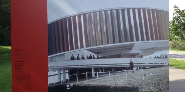 Cette photo du Kaléidoscope d'Expo 67 est présentée comme le pavillon de l'URSS dans l'oeuvre présentée au parc Jean-Drapeau par l'entreprise Artpublix.