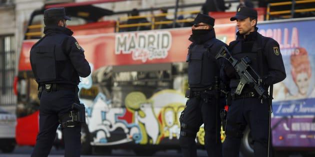 Des policiers patrouillant à la Puerta del Sol à Madrid en 2015.