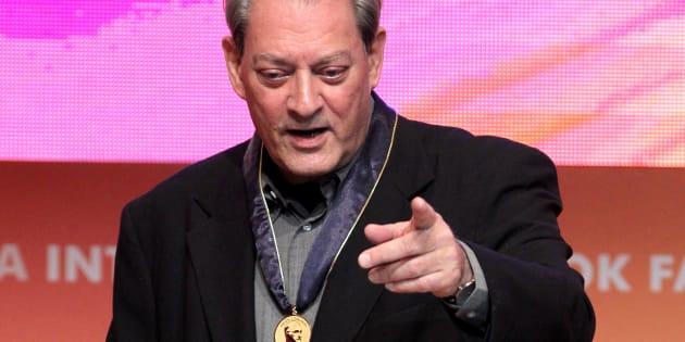 El escritor estadounidense Paul Auster recibió la medalla Carlos Fuentes este domingo 26 de noviembre de 2017, en el segundo día de actividades de la Feria Internacional del Libro de Guadalajara.