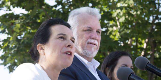 Valérie Plante et Philippe Couillard ont tenu une conférence de presse dans un parc de Montréal, lundi matin.