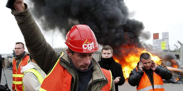 Ne croyez pas au bobard que la CFDT est passée devant la CGT.  REUTERS/Stephane Mahe