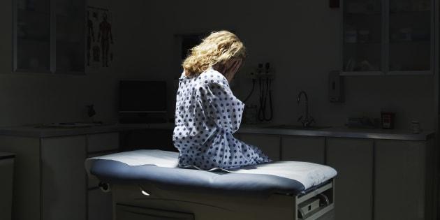 Abusava delle pazienti, arrestato cardiologo a Urbino. Tra l