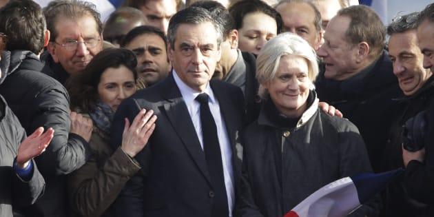 François Fillon entouré de sa femme Penelope et de sa fille Marie au Trocadéro, le 5 mars.