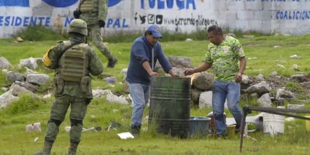 Durante la madrugada fue reportada una toma clandestina de combustible en la comunidad de San Cayetano Morelos, en Toluca, presuntos huachicoleros cavaron en uno de los ductos de Pemex, el 19 de junio de 2018.