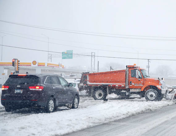 Heavy snow wreaks havoc on midwest, travel