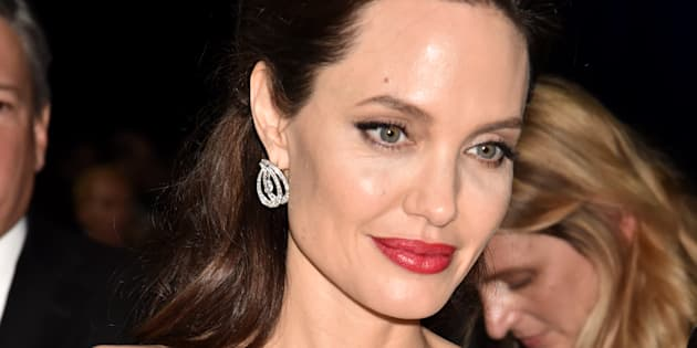 SANTA MONICA, CA - JANUARY 11: Actor/director Angelina Jolie attends The 23rd Annual Critics' Choice Awards at Barker Hangar on January 11, 2018 in Santa Monica, California.  (Photo by Jeff Kravitz/FilmMagic)