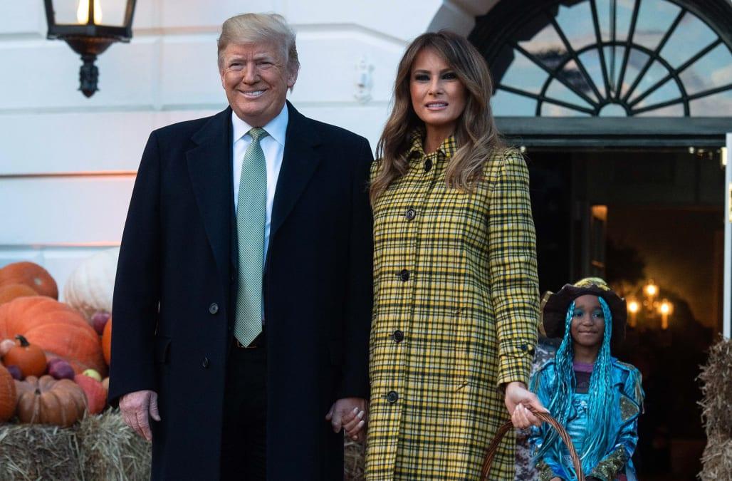 b5f1935f9035 Melania Trump welcomes trick-or-treaters to the White House in Bottega  Veneta coat
