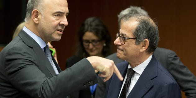 European Commissioner for Economic and Financial Affairs Pierre Moscovici, left, speaks with Italian Finance Minister Giovanni Tria during a meeting of eurozone finance ministers at the EU Council building in Brussels, Monday, Nov. 19, 2018. (AP Photo/Virginia Mayo)