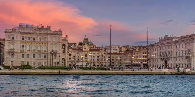 Piazza Unita d'Italia, la piazza più conosciuta di Trieste, vista dal mare