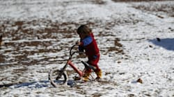 Al menos 15 niños sirios mueren por el frío extremo al tratar de huir del